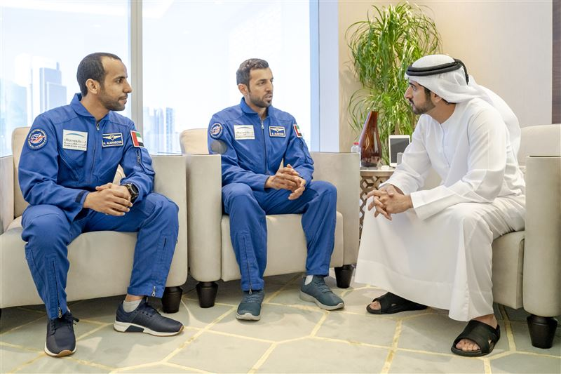 sheikh hamdan uae and astronauts